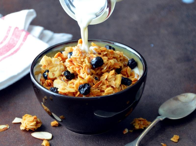 Chunky Blueberry-Almond Granola