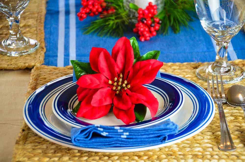 Casual Farmhouse Christmas Tablescape