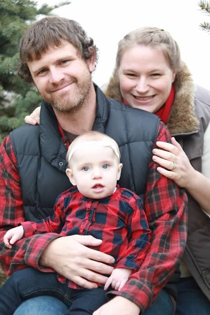 How to Get the Best Christmas Tree Farm Family Photos This Year